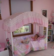 Little Girl's Bedroom Decorating Ideas and Adorable Girly Canopy ...