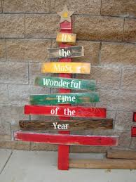 outdoor pallet christmas tree. whimsical tree. pallet treepallet christmas outdoor tree