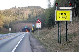 Oslofjordtunnelen er stengt en liten stund fremover, etter en trafikkulykke mellom en personbil og en lastebil. Oslofjordtunnelen Er Apen Igjen Dagsavisen