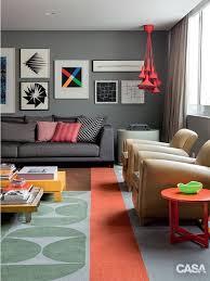 Como falamos acima, a cor camurça para ambientes internos pode ser combinada com outras cores como a branca ou tons amadeirados. Aprenda A Escolher A Cor Para A Parede Da Sala
