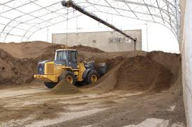 dried manure solids as bedding material