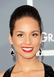 alicia keys has stopped wearing makeup for good and she looks better than ever