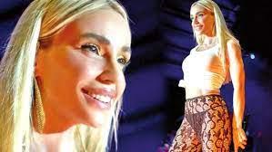 Sahne kıyafeti çok konuşulan Gülşen'e Hadise'den destek - Haberler Magazin