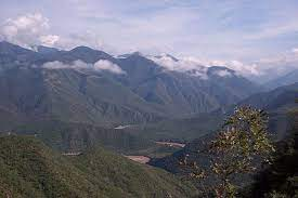 Perteneciente o relativo a las montañas. Ecosistema Montanoso Caracteristicas Flora Fauna Ejemplos