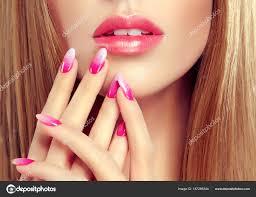 Krásná Dívka Dlouhé Rovné Vlasy Francouzský Model žena Ukazuje
