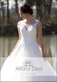 Du willst forever and always mit ihm zusammen sein. Lohrengel Brautkleider Hochzeitskleider Brautmoden Traumkleid