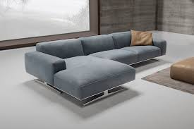 Biondi divano con penisola realizzato interamente in pelle. la