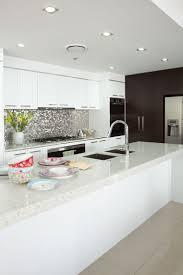 Splashback For White Kitchens 17 Best Ideas About Mirror Splashback On Pinterest Kitchen
