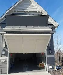 Advanced Garage Door Fargo I11 In Modern Home Decor Arrangement ...