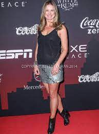 ESPN sports reporter Wendi Nix has been posting Strange post about Husband  although she is a Divorcee! Is She Married again? Who is her Husband? Find  out! – Married Biography