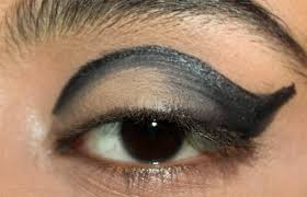 now pull in the eyeliner inward and gently make small and shorter blending strokes to create a soft transition of the eye liner you could use a smudge