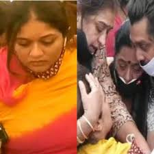 Chiranjeevi Sarja's wife Meghana Raj breaks down uncontrollably as she hugs  him for the last time; video leaves fans in tears