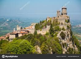 San Marino, Italia - 09.04.2017: Guaita la fortezza è la più antica e la  più famosa Torre su San Marino — Foto Editoriale Stock © DTatiana #154301878