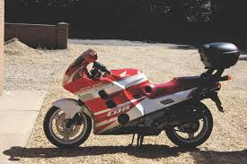 how to buy a honda cbr1000f morebikes when the world of the superbike was at its height in the 80s honda decided its litre machine would be a comfy mile muncher genius