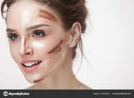 Žena krásy makeup dívka s konturování obličeje linky na kůži stock fotografie