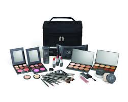 explore your creativity and bring your ideas to life with the mud professional beauty make up kit this prehensive collection of mud s contains