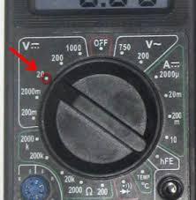 Контрольная лампа заряда аккумуляторной батареи не горит лампа  Причина в реле Р 701 располагающемся в стороне правого крыла под капотом который питает лампу контроля заряда С целью тестирования работоспособности