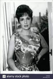 5. Mai 1961 - Gina Lollobrigida in London: der berühmte italienische  Bildschirm Star Gina Lollobrigida ist in London für einen dreitägigen  privaten Besuch. Sie hofft, ein Kindermädchen in England für ihr  vierjähriger