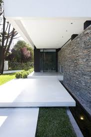 furniture: Handsome Exterior House Of Dainty Entrance Design With Beautiful  Wall Decoration Made Of Natural