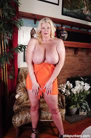 Big mature nude tits