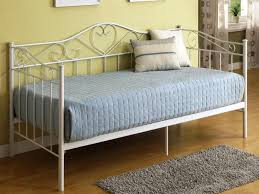 ... White Metal Frame Daybed With Trundle