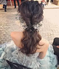 カラードレスにぴったりナチュラル可愛いダウンスタイルのポニーテール