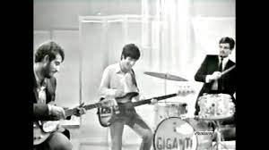 ♫ I Giganti ♪ Una Ragazza In Due ♫ Video & Audio Restaurati - YouTube
