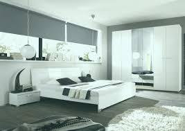 Schwarz Weiß Gemusterten Tapeten An Wand Hinter Dem Bett Mit Neu