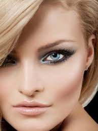 you don t need to be professional to make eye makeup that looks good and shows the beauty of your ey smokey eye look for blue eyes