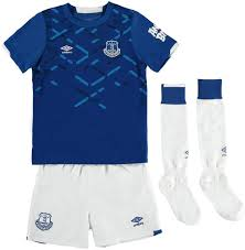Everton and kit manufacturer umbro are keen to get fan opinion and ensure supporters are at the heart of the everton kits traditionally consist of blue shirts, white shorts with a variation of blue and white. Umbro Everton Kids Football Kit 2019 20 6 7 Years Amazon Co Uk Sports Outdoors