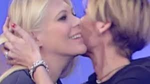Eleonora Daniele è incinta, a UnoMattina l'abbraccio in ...