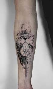 Tatuaggi Scritte Braccio Uomo Con Un Tattoo Sullavambraccio Di Un
