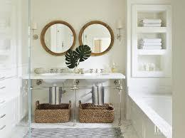 tub under built in shelves