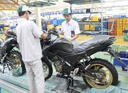 2018 honda 150r. plain 2018 honda cb150r adalah salah satu varian motor sport ahm di segmen naked  bike yang diposisikan sebagai lawan bagi yamaha vixion juga pendatang baru  inside 2018 honda 150r a