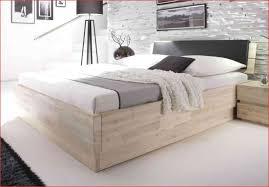 Schlafzimmer Bett Einrichten Stellen Mit Nachttisch Schrag Komplett