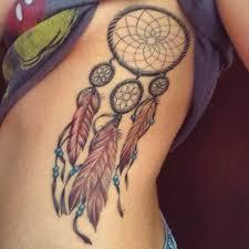татуировка на ребрах девушки ловец снов фото рисунки эскизы