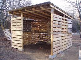 Pallets How To Build A Pallet Shed Goat House Chicken Houses And Pallets