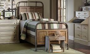 Broyhill New Vintage Twin Panel Bedroom