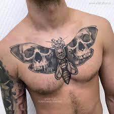 фото мужской татуировки на груди в стиле графика хоррор реализм
