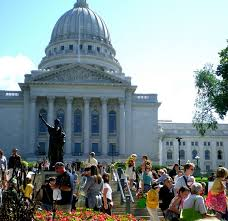 fun facts about university of wisconsin madison admitsee 2 farmer s market next to wisconsin state capitol building