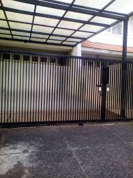 Tampilan pagar tampak selaras dengan bangunan rumah minimalis. Model Pintu Pagar Minimalis Besi Dorong Minimalis Pagar Ide Pagar
