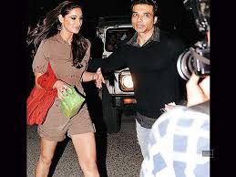 Uday cancels wedding with Nargis, forcing her to leave India