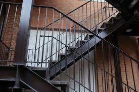 Der aufbau einer solchen treppe ist deutlich höher als einer betontreppe aus blockstufen. Aussentreppe Aus Stahl Preise Kosten Und Mehr