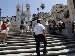 Die tapas bar spanische treppe liegt direkt im herzen hamburgs an einem der schönsten uferabschnitte der außenalster. Nues Verbot An Spanischer Treppe In Rom Wer Sich So Verhalt Der Muss Bis 400 Euro Strafe Zahlen Reise