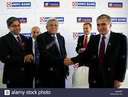 talwar stock photos talwar stock images alamy deepak parekh c chairman of hdfc bank shakes hands rana talwar