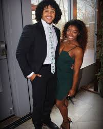 Simone biles is a successful american gymnast who has a total of 30 olympic and world championship medals. Simone Biles Boyfriend Shares Post After Her Brother S Arrest People Com