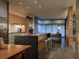 Amüsante Zwei Ton Küchenschränke und schwarz Farbe Arbeitsplatte