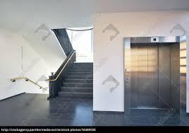 Lizenzfreies Foto 16489556 Treppenhaus Modern Gebäude Fenster Aufzug