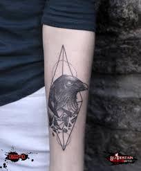 татуировка на предплечье у девушки ворон фото рисунки эскизы