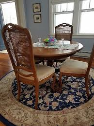 thomasville 48 inch round dining room table with 4 chair and leaf